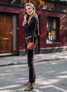Sydne Style shares thanksgiving outfit ideas from fashion blogger jess an kirby in velvet jeans #velvet #plaid