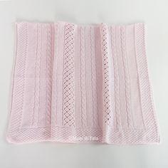 Coperta da lettino confezionata in filo di cotone, lavorazione traforata, motivo del disegno trecce