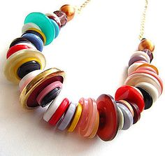 Pin for Later: The Best DIY Gifts to Make For Kids Button Jewelry A button necklace or bracelet is easy to make, inexpensive, and superfun! Have the tots help you sort, pick, and thread the buttons. Diy Buttons, How To Make Buttons, Vintage Buttons, Vintage Rhinestone, Button Necklace, Cute Necklace, Button Jewellery, Necklace Ideas, Washer Necklace
