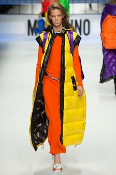 Moschino - Fall 2015 Ready-to-Wear - Look 7 of 65