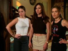 charmed piper, prue and phoebe Phoebe Charmed, Serie Charmed, Charmed Tv Show, Charmed Sisters, Fashion Tv, Star Fashion, Tv Show Outfits, Cute Outfits, Repetto