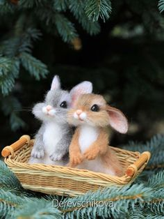 Russian Artist's Felted Wool Animals Might Stun You With Their Cuteness Pics) Somewhere in Khabarovsk, Russia, there lives a passionate felted wool artist that makes the cutest woodland animals that seem like they came out of a Disney Cute Wild Animals, Baby Animals Super Cute, Cute Baby Bunnies, Baby Animals Pictures, Cute Stuffed Animals, Cute Little Animals, Cute Animal Pictures, Cute Funny Animals, Animals Beautiful