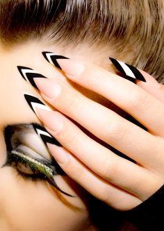 Monochrome modern edge style nails