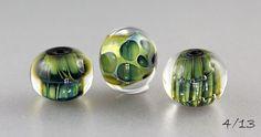 Ich liebe diese Kombi einfach - Triton und Aether.... Wenns draussen schon nicht glänzendgrün werden will, mach ich mir das eben selber ;... Polymer Clay Beads, Lampwork Beads, Alcohol Ink Glass, Alcohol Inks, Stained Glass Tattoo, Melting Glass, Glass Artwork, Handmade Beads, Clay Charms