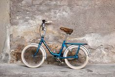 Vélo enfant Peugeot bleu vintage  Gentlemen Designers.  I was on my bicycle 2 hours a day conquering distance itself!!