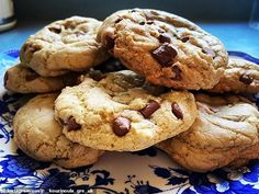 Nigella Lawson shares her recipe for delicious chocolate chip cookies - and fans say they're 'hands down the best' they've ever tried Chocolate Chip Cookies Recipe Food Network, Best Choc Chip Cookies, Chocolate Chip Recipes, Yummy Cookies, Chocolate Desserts, Cookie Recipes, Dessert Recipes, Nigella Lawson Cookies, Delicious Chocolate