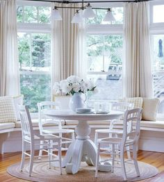 bay window. Not sure how to dress my bay window near the kitchen. Here an idea...