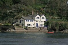 Daphne du Maurier's place of refuge in Cornwall; her sister's home