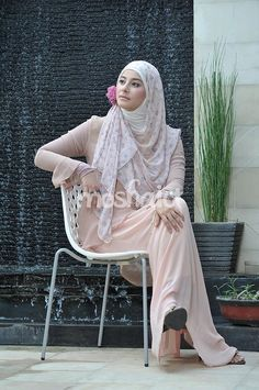 Putri Ahmad Al-Habsy --- Buy the magazine at https://www.facebook.com/notes/moshaict-moslem-fashion-district/daftar-nasional-reseller-buku-hijab-moshaict/280384698688485 --- www.moshaict.com  #hijab #fashion #fashionhijab #islamicfashion