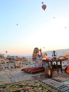 Cappadocia-Turkey travel diary - hot air balloons,Sunrises & Sultan Cave Suites // Picture by PILOTMADELEINE