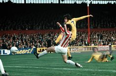 9th September 1972, Peter Lorimer shoots and scores against Stoke City at the Victoria Ground.