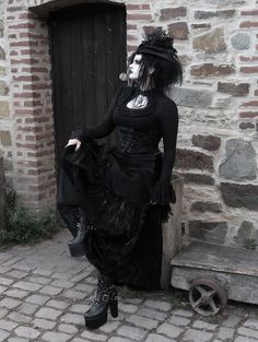 For ☠ where this beautiful skirt is from! Hot Goth Girls, Gothic Girls, Gothic Lolita, Victorian Goth, Goth Aesthetic, Aesthetic Clothes, Dark Fashion, Gothic Fashion, Emo Fashion