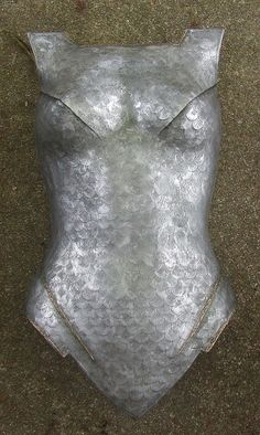 Holy crap, a breastplate tutorial that's actually reasonable. je-vais