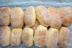 Bread Bun, Bread Cake, Bread Rolls, Halloumi Cheese Recipes, Dinner Rolls, Diy Food, No Bake Cake, Hot Dog Buns, Food Inspiration