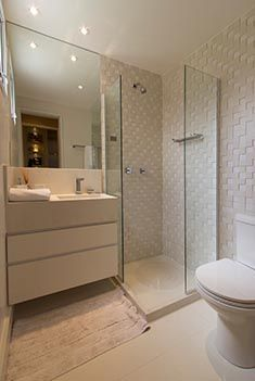 Laura :: filling out 3 sides of mirror Small Space Bathroom, Bathroom Layout, Interior Design Toilet, Tiny Bath, Small Toilet, Upstairs Bathrooms, Dream Home Design, Bathroom Inspiration, Decoration