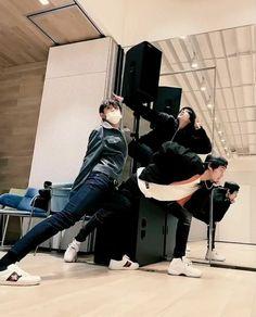Camera man:Please pose elegantly and very artistic Luhenyang: Neo Grunge, Grunge Style, Winwin, Lucas Nct, Taeyong, Jaehyun, Nct 127, Kpop, Besties
