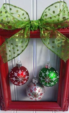 Christmas Picture Frame Wreath by OddsNEndsbyAly on Etsy Picture Frame Wreath, Christmas Picture Frames, Picture Frame Crafts, Christmas Pictures, Decorating Picture Frames, Homemade Christmas Decorations, Homemade Christmas Gifts, Xmas Decorations, Homemade Christmas Wreaths