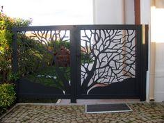 Jardines de estilo moderno por Teknik Metal Ferforje