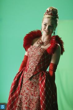 Red Queen's gown in Once Upon A Time In Wonderland! (I'm so excited for this show as every proper OUAT fan!)