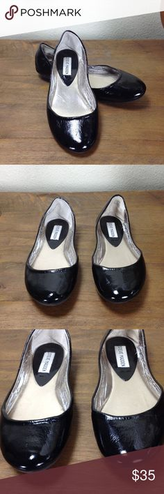 Steve Madden Black Patent Leather Ballet Flats Black patent leather round toe ballet flats.  In great condition with a few scratches that are difficult to see as well as cracking of the interior that cannot be seen when wearing. Thanks for your interest!  Please checkout the rest of my closet. Steve Madden Shoes Flats & Loafers