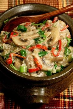 Pieczarki na ostro z mlekiem kokosowym Thai Red Curry, Vegan Vegetarian, Stuffed Mushrooms, Gluten Free, Tasty, Dishes, Cooking, Healthy, Ethnic Recipes