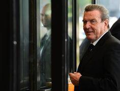 Deutscher Exkanzler - Schröder hört als Berater für Rothschild-Bank auf - http://ift.tt/2cmx6oj