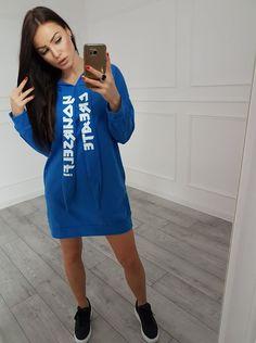 Šaty športové s krásnou potlačou kráľovská modrá Shirt Dress, T Shirt, Modeling, Sweaters, Dresses, Fashion, Supreme T Shirt, Vestidos, Moda