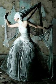 pretty sure this entire thing (besides the hennin base and whatever sort of crinoline she's got on under there) is made out of grey halloween gauze. so simple and yet so striking. // horror fashion trend