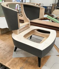 Master craft Wood Sofa, Furniture Upholstery, Upholstered Chairs, Pallet Furniture, Furniture Projects, Furniture Making, Modern Furniture, Furniture Design, Wood Projects