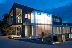 SUNPAL® Multi residential curtain wall - New Zealand Decorative Room Dividers, Covered Walkway, Polycarbonate Panels, Window Glazing, New Zealand Houses, Brand Building, Large Homes, Sustainable Design, Cladding