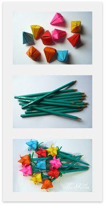Diagramas & Cia. using green pencils as stems and ribbon for base - so smart