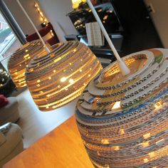Kartonnen eettafel lamp Canta Light ø The post Kartonnen eettafel lamp Canta Light ø appeared first on Lampen ideen. Recycling, Diy Recycle, Mood Light, Lamp Light, Eco Furniture, Country Kitchen Farmhouse, Drum Chandelier, Lampshades, Diy Craft Projects
