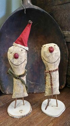 Maybe I can make these out of paper mache. Christmas Sewing, Primitive Christmas, Country Christmas, Christmas Snowman, Winter Christmas, Christmas Ornaments, Christmas Patterns, Christmas Trees, Wooden Snowmen