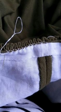 Techniques Couture, Textiles Techniques, Sewing Techniques, Sewing Hacks, Sewing Tutorials, Sewing Patterns, Fabric Crafts, Sewing Crafts, Sewing Projects