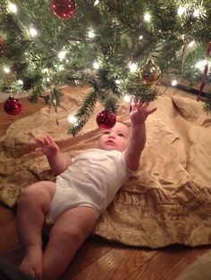 Family Christmas Pictures – No matter the scenario, if you would like your Christmas photos to be merry, here are some tips from the experts. While it may be natural that you take photos standing, you will catch far better… Continue Reading → Xmas Photos, Family Christmas Pictures, Holiday Pictures, Family Christmas Photos, Winter Baby Pictures, Xmas Pics, Xmas Family Photo Ideas, Funny Family Photos, First Baby Pictures