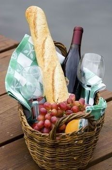Picnic Basket with Glassware and Picnic Foods Including Bread and Grapes with Wine Photographic Print - Korb Ideen Christmas Gift Baskets, Diy Christmas Gifts, Handmade Christmas, Christmas Ideas, Wine Gifts, Food Gifts, Wine Gift Baskets, Basket Gift, Picnic Baskets
