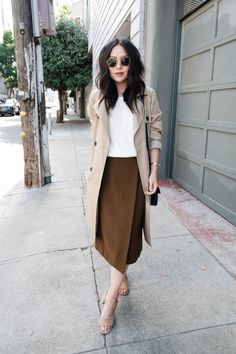 how-to-wear-a-midi-skirt-in-the-summer Midi skirt outfits Latest Summer Fashion, Jw Fashion, Summer Fashion Trends, Modest Fashion, Look Fashion, Skirt Fashion, Trendy Fashion, Autumn Fashion, Fashion Outfits