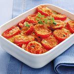 Scopri su Sale&Pepe la ricetta dei pomodori e patate all'origano fresco, un contorno gratinato facilissimo da preparare e che si abbina bene a ogni piatto.