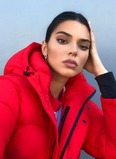 View the Kendall Jenner style apply, one of the best looks put on by on trend Kendall. Kris Jenner, Kendalll Jenner, Kylie Jenner Mode, Trajes Kylie Jenner, Estilo Kylie Jenner, Kendall Jenner Outfits Casual, Kendall Jenner Make Up, Kendall Jenner Modeling, Kendall Jenner Fashion
