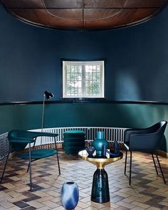 Danish architect Kay Fisker's country home is decorated with jewel-toned furniture (tap for credits) which gloriously align with t. Klein Blue, Kay Fisker, Luxury Interior, Interior Design, Dark Living Rooms, Dark Walls, Blue Bedroom, Simple Colors, Elle Decor