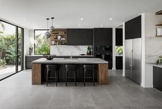 Modern Kitchen Interior Remodeling - Contemporary display home located in Sorento, Queensland, Australia, designed by Metricon. Black Kitchens, Luxury Kitchens, Cool Kitchens, Kitchen Black, Small Kitchens, Tuscan Kitchens, Dream Kitchens, Beautiful Kitchens, Home Decor Kitchen