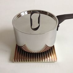 Fin trivet with an Alessi Pot