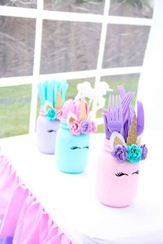 These mason jars are an easy DIY unicorn birthday party decor idea. Grab some jars, spray paint and construction paper and make these super easy unicorn themed birthday party tableware decor! Diy Unicorn Birthday Party, Bunny Birthday, Birthday Party Games, Unicorn Birthday Parties, Llama Birthday, 5th Birthday, Unicorn Birthday Decorations, Kids Birthday Party Ideas, Birthday Stuff