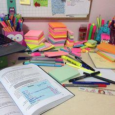 Quem é apaixonado por papelaria criativa levanta a mão! o/ E a volta às aulas é a inspiração para essas30 imagens de material escolar Tumblrque garimpamos na rede de compartilhamento de imagens. Vale conferir e se inspirar (ou apenas admirar) essas lindezas! + Veja como fazer um planner em casa com caderno brochura + Como ...