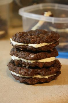 Chocolate Oatmeal Cream Pies Oatmeal Cream Pies, Chocolate Oatmeal, I Love Food, Cooking Recipes, Cookies, Desserts, Biscuits, Cooker Recipes, Deserts