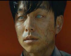 Train to Busan (Gong Yoo) Asian Horror Movies, Horror Films, Korean Drama Movies, Korean Actors, Korean Dramas, Great Films, Good Movies, Train To Busan Movie, Persona