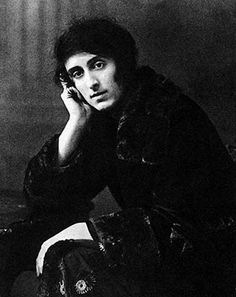 Vita Sackville-West (1892-1962): Inspiration for Woolf's Orlando Was an English author, poet and gardener. She won the Hawthornden Prize in 1927 and 1933