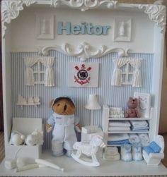 Cenário para porta de maternidade ou quadro para quarto de bebê. Tudo miniatura, as cores podem ser alteradas conforme desejado. O nome do bebê é feito em madeira. Medidas do quadro: 30x30cm. Tem uma base de 11cm para ser colocado em móvel. R$ 260,00