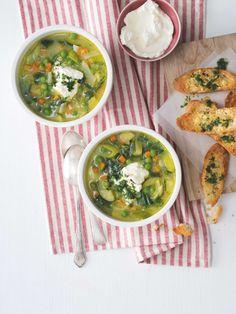 Zeleninová polévka zahřeje a díky sýrovým toustům i zasytí. Navíc potřebné ingredience snadno proměníte i v lahodnou kari rýži. Palak Paneer, Ethnic Recipes