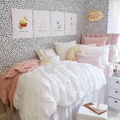 White Soft Loft Duvet Cover and Sham Set - Full/Queen Simple Bedroom Decor, Room Ideas Bedroom, Small Room Bedroom, Preppy Bedroom, Pink Dorm Rooms, Dorm Room Bedding, Dorm Room Beds, Dorm Pillows, Dorm Room Layouts